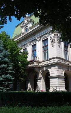 """Vosganian cere explicatii primarului din Iasi privind un banner cu mesajul """"Moldova s-a saturat de hoti! Jos Guvernul!"""". Raspunsul edilului"""