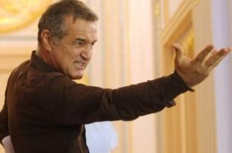 """Votantii si liderii de partide sunt de vina pentru """"fauna"""" din Parlament - Sondaj"""