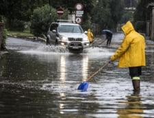 Vreme extrema in Italia: Roma, sub cod rosu de furtuni