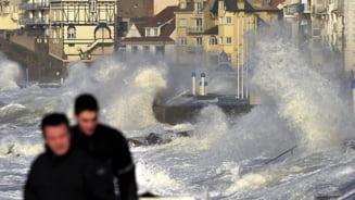 Vreme extrema in lume: vortex polar in SUA, caldura in Scandinavia, inundatii in Europa si incendii in Australia