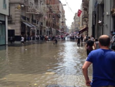 Vreme extrema la Istanbul: Inundatii si o tornada in centrul orasului