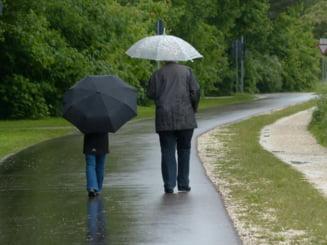 Vremea in weekend. Continua ploile si chiar burnita. La cat ajung temperaturile in Capitala