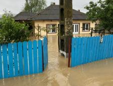 Vremea rea a facut ravagii in toata tara: Drumuri nationale inchise si zeci de localitati inundate si fara curent (Foto&Video)