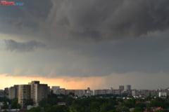 Vremea rea continua - Avertizare de ploi pana marti seara