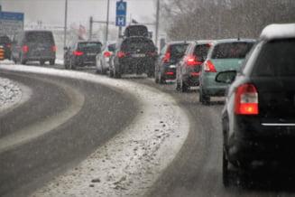 Vremea se raceste extrem de puternic in acest weekend: ger, viscol si nameti care vor bloca traficul rutier si pe cel feroviar. Avertismentul meteorologilor