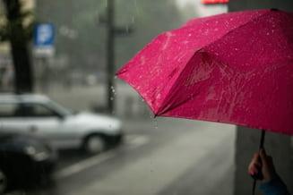 Vremea se schimbă radical. Temperaturile scad brusc și încep ploile. Prognoza pentru următoarele patru săptămâni
