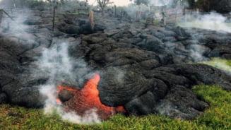 Vulcanul Kilauea ameninta un oras: Vedem lava din balcon!