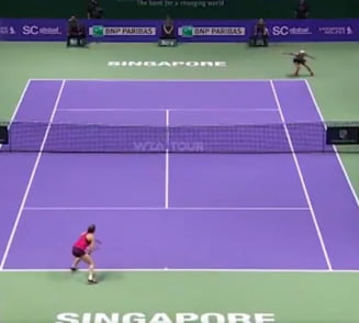 Wozniacki a reusit lovitura zilei la Turneul Campioanelor in meciul cu Simona Halep (Video)