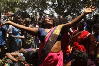 Yoga in stil mare - sincron cu 35.000 de indieni