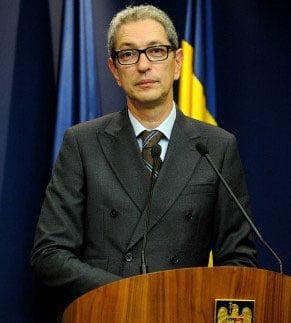 Zaharescu greseste din nou: Spune ca romanii in tranzit in strainatate pot vota, Dusa il contrazice