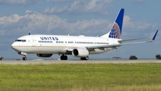 Zbor cu turbulente - pasagerii au fost aruncati in tavanul avionului