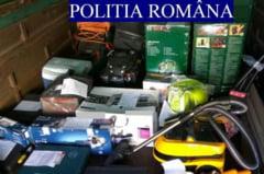 Zeci de bunuri in valoare de 50.000 de lei, ridicate de politisti in urma unor perchezitii. Doi clujeni au fost acuzati de inselaciune in dosar (FOTO)
