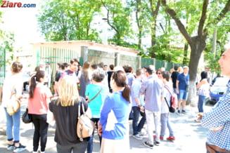 Zeci de elevi eliminati de la Bac dupa ce inregistrarile camerelor video au aratat ca au copiat