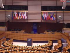 """Zeci de europarlamentari le cer alesilor nostri sa nu includa """"familia traditionala"""" in Constitutie. Niciun roman printre semnatari"""