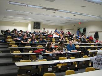 Zeci de facultati isi desfiinteaza programe de studii pentru licenta - Vezi lista