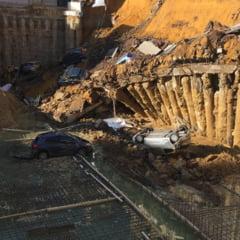 Zeci de masini au cazut intr-un crater in centrul Romei (Foto)