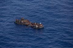 Zeci de migranti au fost salvati dupa ce au plutit 35 de zile in Atlantic