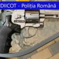 Zeci de mii de euro, dar și arme au fost descoperite în casele unor traficanți de droguri din Buzău în timpul unor percheziții ale DIICOT