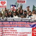 Zeci de mii de musulmani au demonstrat in Pakistan, Bangladesh si teritoriile palestiniene impotriva Frantei
