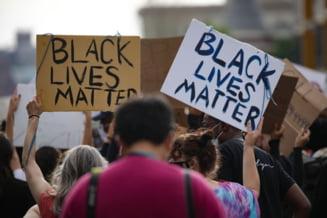 Zeci de mii de oameni au protestat in Washington DC. Primarul s-a alaturat dupa ce a cerut retragerea armatei (Video)