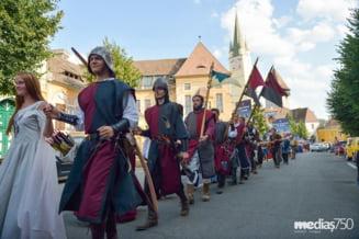 """Zeci de mii de persoane au participat la festivalul """"Medias, cetate medievala. Targ de mestesuguri vii"""""""