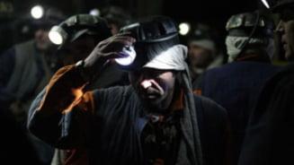Zeci de mineri, blocati in subteran la Hunedoara