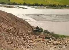 Zeci de oameni au murit dupa ce un autocar a cazut intr-o prapastie, in Peru (Video)