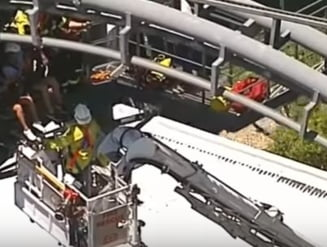 Zeci de oameni au ramas blocati ore in sir intr-un roller coaster (Video)