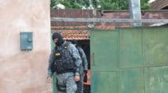Zeci de perchezitii DIICOT intr-un dosar de contrabanda cu tigari. Sunt vizati membrii clanului Vancica