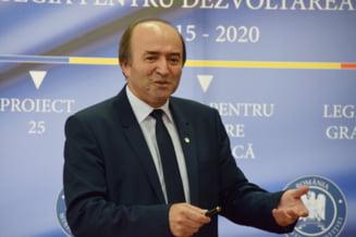 """Zeci de profesori ai Universitatii """"Alexandru Ioan Cuza"""" din Iasi cer revocarea lui Tudorel Toader din functia de rector"""