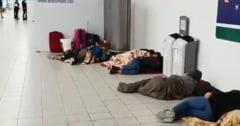 Zeci de romani sunt blocati de sambata seara pe Aeroportul Luton din Londra