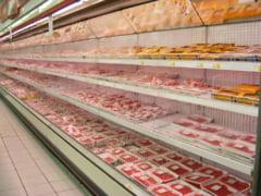 Zeci de tone de carne de pui, confiscate de autoritati