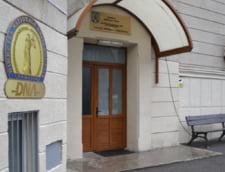 Zi de foc la DNA: Elena Udrea, urmarita penal. Adriean Videanu isi petrece noaptea in arest