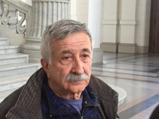 Ziaristul Petre Mihai Bacanu s-a intalnit in sala de judecata cu unul dintre tortionarii sai: M-a scos din celula si m-a batut
