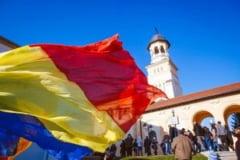 "Ziua Nationala 2017 de la Alba Iulia, intr-un filmulet de 4 minute: De la parada militara si masa populara, la artificii si concerte ""ca pe vremuri"""