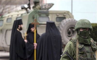 Calugarii care se roaga pentru soarta Crimeei