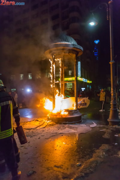 chiosc ziare incendiat protest