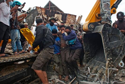 Cutremurul a distrus vieti si case