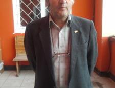 de interes local - Cel mai batran student de la Petrosani e proaspat pensionar