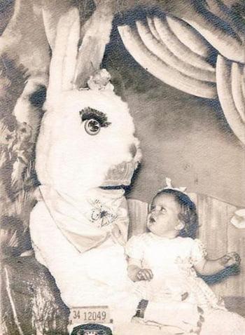 fetita pranz costum iepure