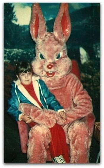 fetita speriata iepure roz