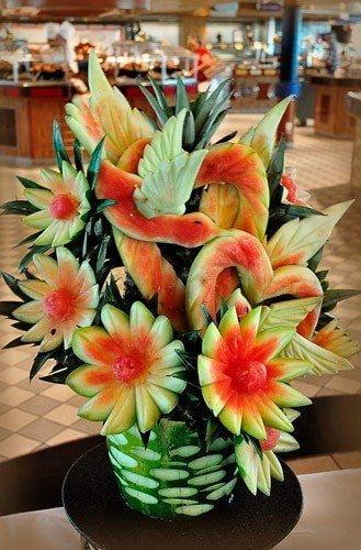 flori sculptate din pepene aranjament floral
