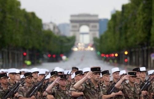 Franta sarbatoreste Ziua Nationala - prima parada pentru Francois Hollande