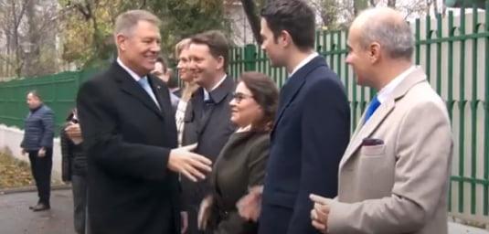 Iohannis intampinat la sectia de votare