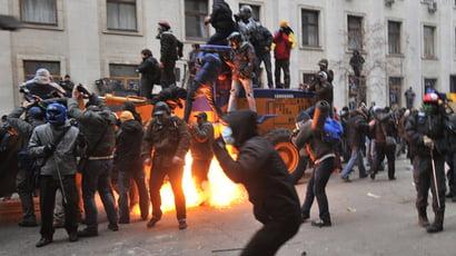 Kievul fierbe - Mii de oameni il ameninta pe presedintele Ianukovici