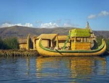 lacul Titicaca barci stuf