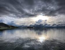 lacul Titicaca granita Bolivia Peru adancime