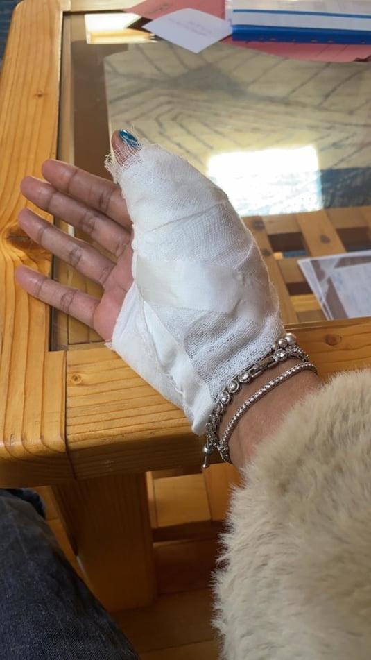 FOTO Imagini cu vedeta TV Laurette batuta. Iubita fotbalistului dinamovist prins dopat a ajuns la spital | Mobile