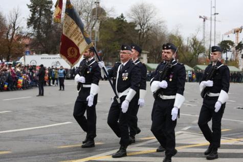 Militari francezi parada Arcul de Triumf