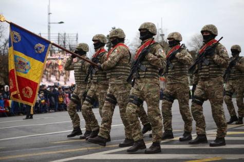Militari parada Arcul de Triumf 1